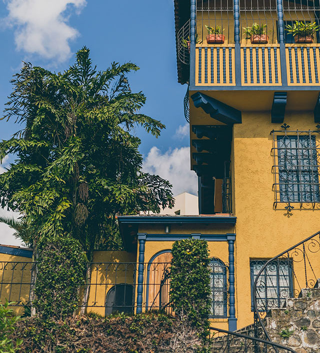 Yellow colonial style building in Barrio Amon, Costa Rica, with blue accents