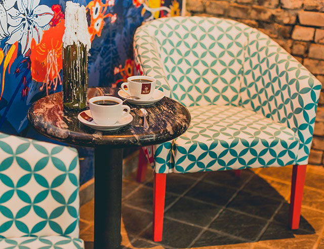 Cheerful chairs and two Cafe Britt coffee cups