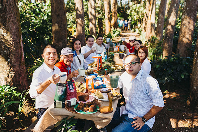 Group of Costa Ricans eating outdoors at a table
