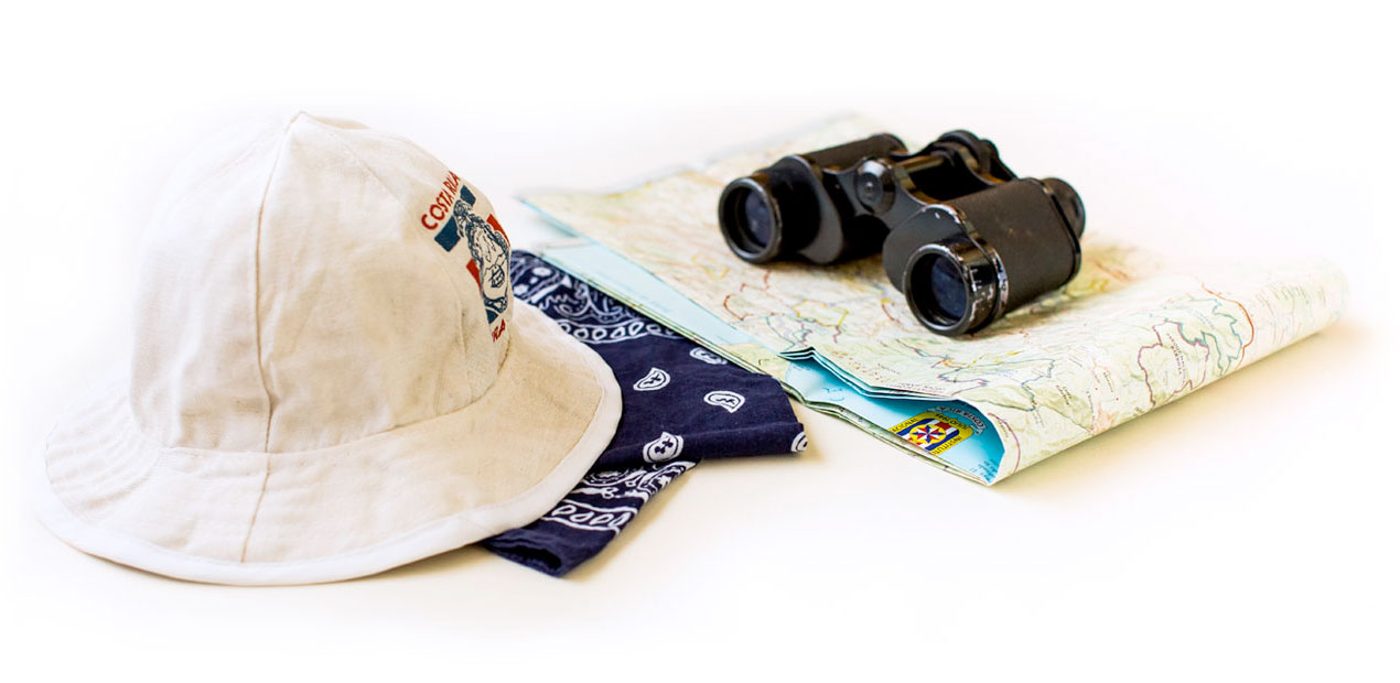 Costa Rican hat chonete with goggles and a map